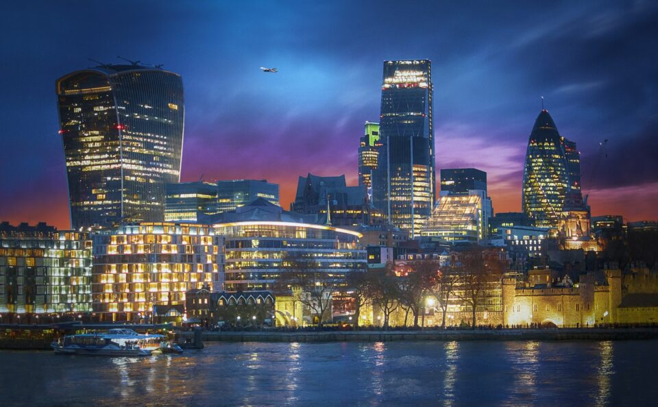 Bank of England warns that banks are overly reliant on cloud